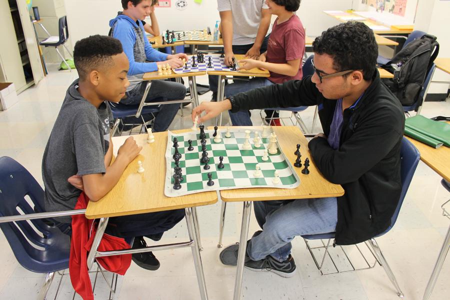 Students learn critical thinking through high school chess club