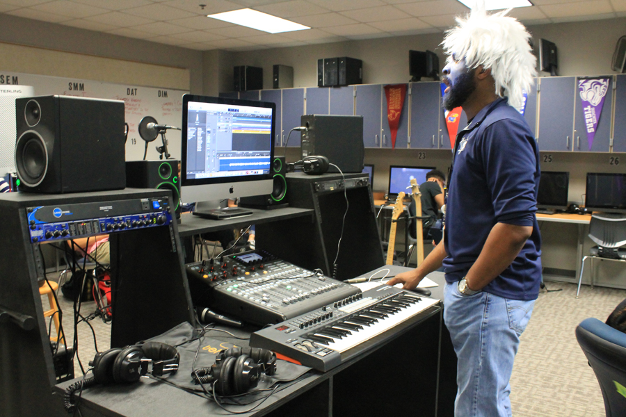 WEHS students tune into the world of music business