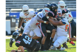 Mustangs lose second straight game to Trojans