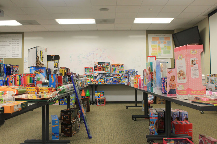 Sachse police collect gifts for those in need